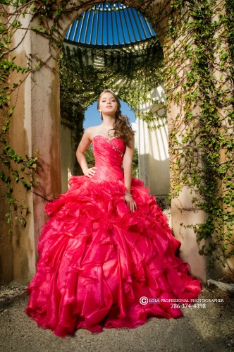 Miami quince photography best miami quince photographer quince quinces quinceanera quinceañera quinceaneras quinceañeras quince photoshoot quince quinces pretty quince falcon zen black horse rent horse andaluz horse andalucian white horse swing photoshoot